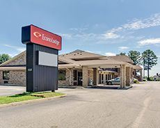 Econo Lodge Entrance Sign